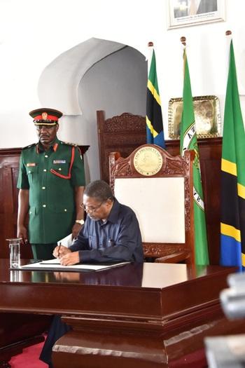 Muswada wa sheria ya Utafutaji na Uchimbaji wa Mafuta na Gesi asilia ya mwaka 2016,umesainiwa