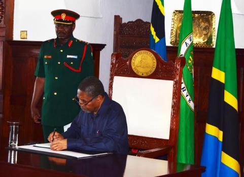 Rais wa Rwanda Paul Kagame amepongezwa kwa ushindi  mkubwa alioupata